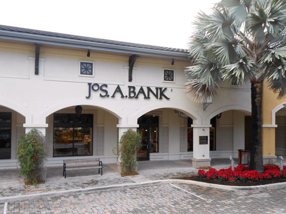 JoS. A. Bank Clothiers Opens 600th Store