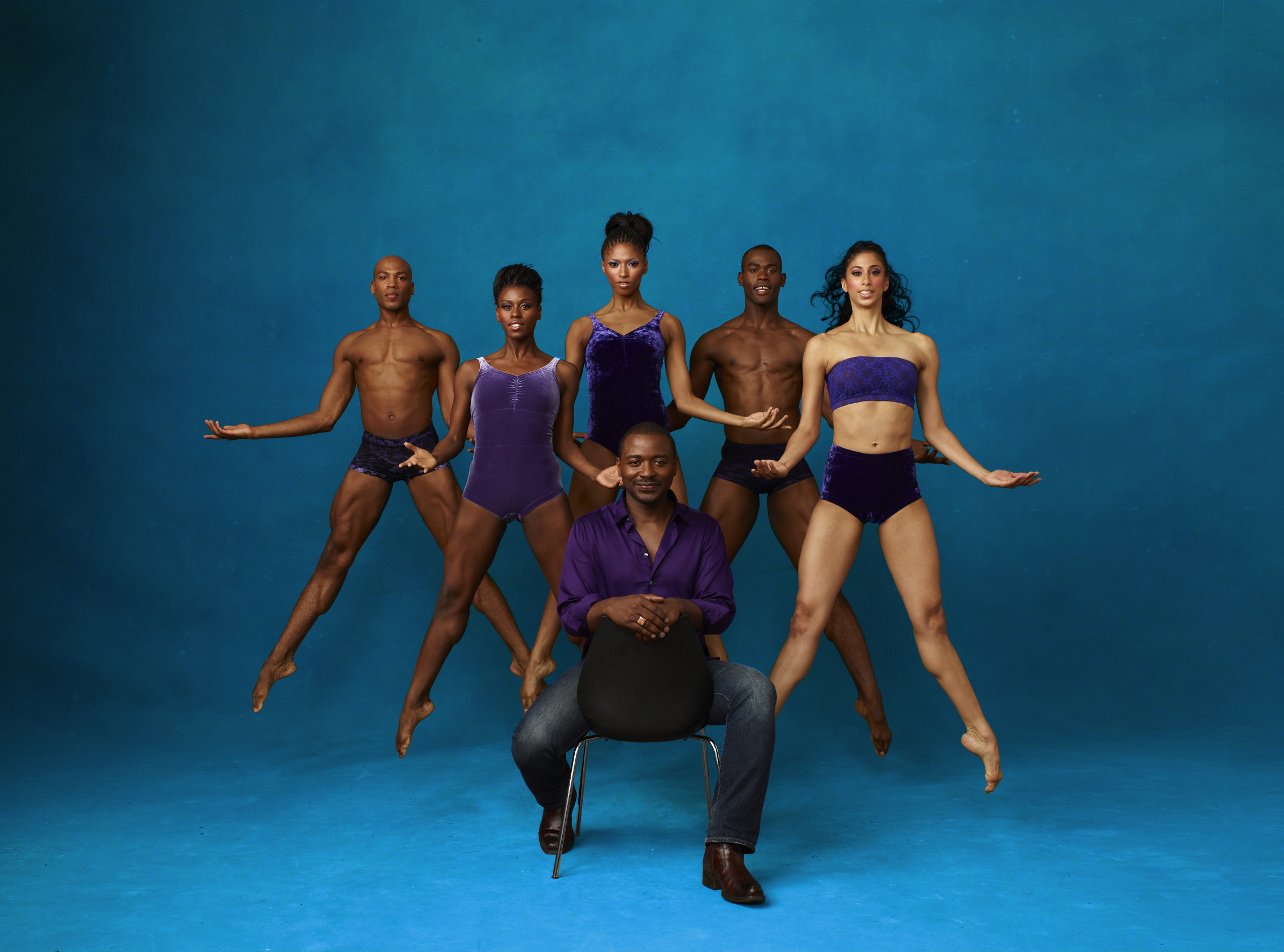 Alvin Ailey American Dance Theater Artistic Director Robert Battle with A. Douthit, R. McLaren, J. Green, J. Roberts and A. Mack.  Photo by Andrew Eccles_01
