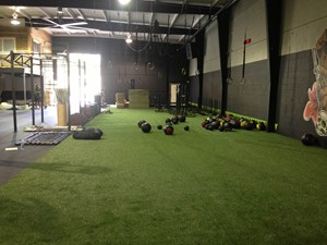Crossfit oahu selects kodiak sports turf and rubber flooring for Athletic training facility design