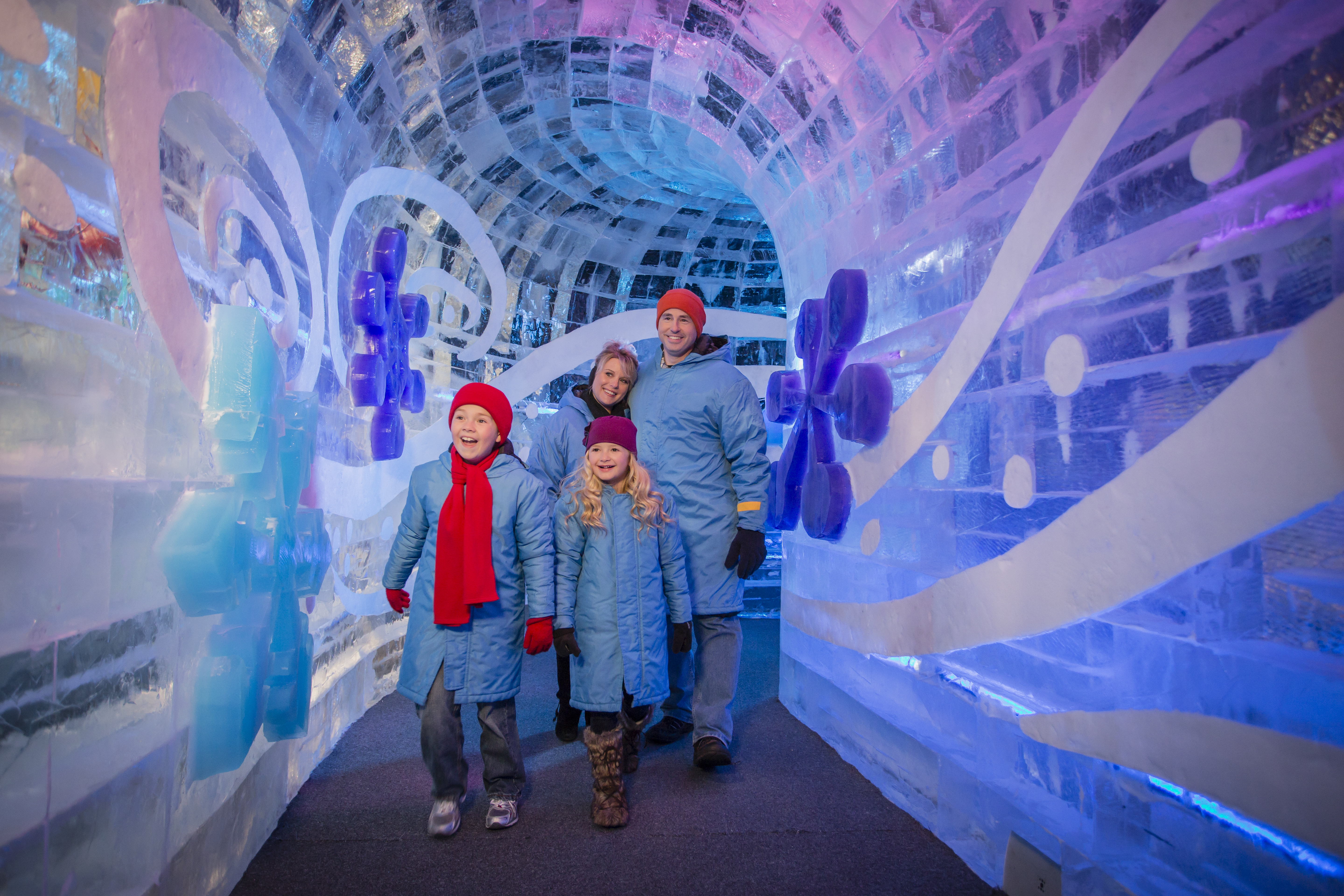 Photo Release Artisans Sculpt 8 Million Pounds Of Colorful Ice At Gaylord Hotels Nasdaq Mar